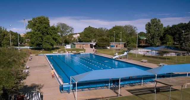 Eureka Stockade Holiday And Caravan Park Ballarat Jump In Swimming Pool