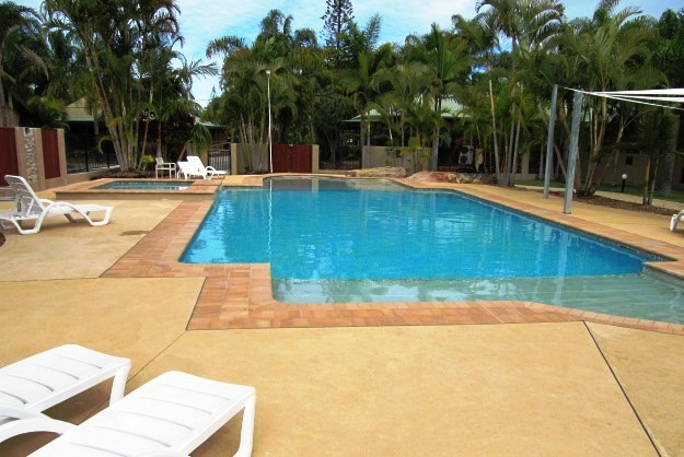 Blue Dolphin Tropical Pool