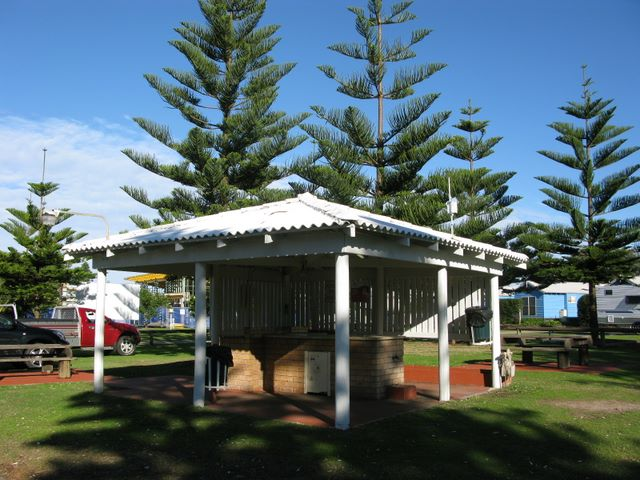 Toowoon Bay Holiday Park - Toowoon Bay NSW 2009 Outdoor BBQ area