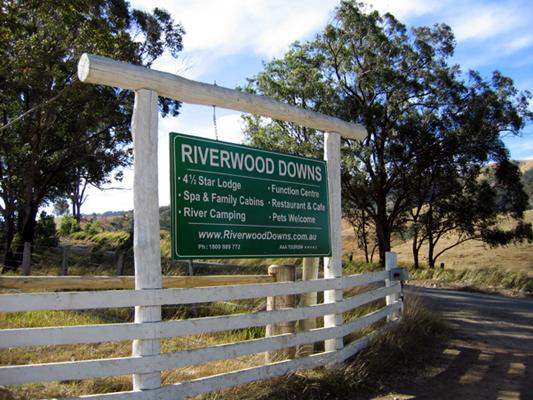 Riverwood Downs Mountain Valley Resort - Stroud: Riverwood Downs welcome sign