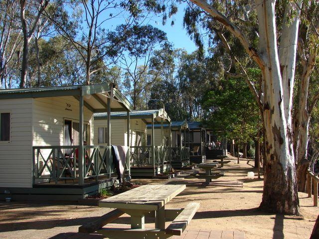 Moama Riverside Caravan Park - Moama Cottages with river views