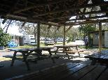 White Albatross Holiday Park - Nambucca Heads: Camp kitchen and BBQ area